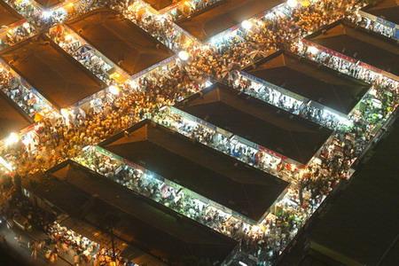 图文:上海襄阳路服饰服装市场终止营业