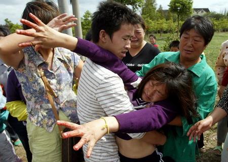 图文:痛失女儿的母亲