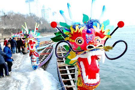 1月17日拍摄的按照风筝工艺制作的龙舟龙头.