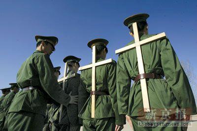 武警女兵连进行新兵训练:100天炼成军人(组图)