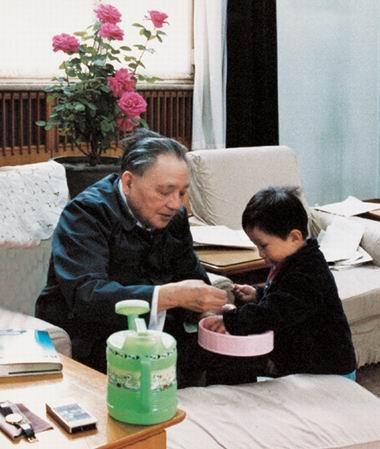 图文:晚年邓小平的天伦之乐