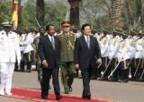 图文:胡锦涛同喀麦隆总统比亚会谈