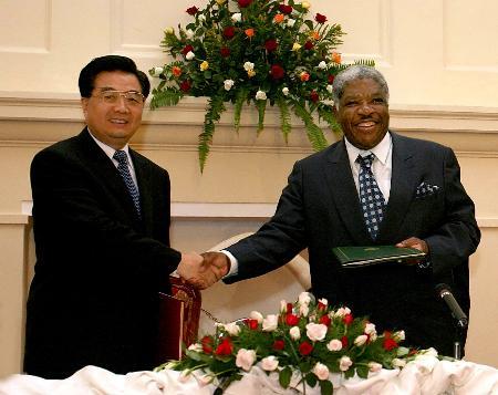 图文:胡锦涛同赞比亚总统举行会谈
