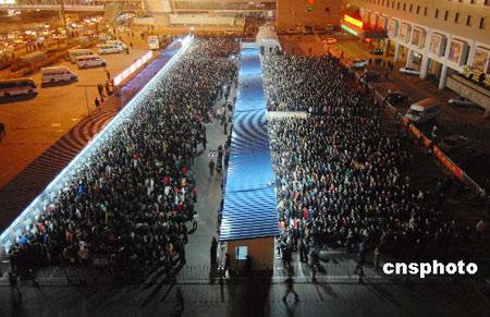 组图:北京西站迎来春运购票高峰