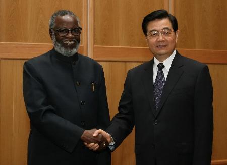 图文:胡锦涛会见纳米比亚开国总统努乔马