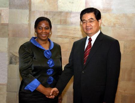 图文:胡锦涛会见南非副总统姆兰博-努卡