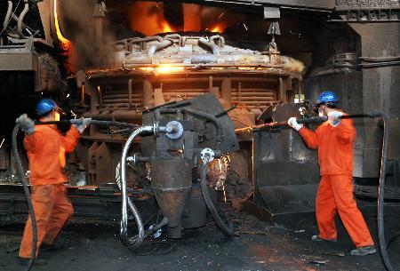 炼钢工人图片_记杭州钢铁集团公司炼钢工人祝志胜