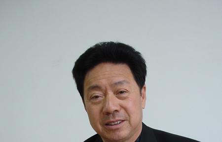 图文:全国人大代表南昌人大常委会主任李豆罗