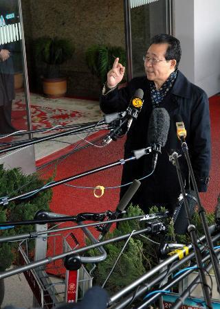 图文:六方会谈朝鲜代表团团长金桂冠抵达北京