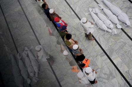 图文:华赛战争灾难类单幅优秀奖入围作品遇难儿童葬礼