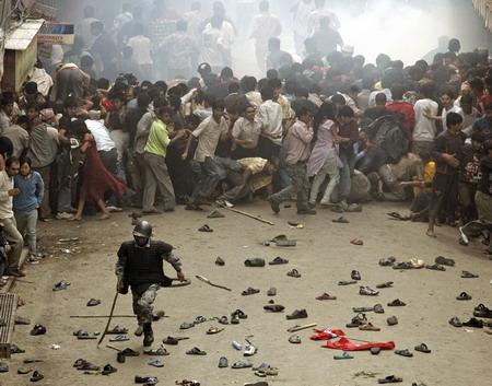 图文:尼泊尔警察驱散抗议者
