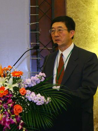 图文:组委会主任于宁发表致辞