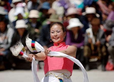 组图:拉萨工人歌舞庆节日