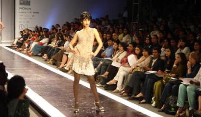 图文:令人惊艳的印度时装周