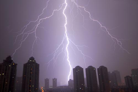 图文:深圳凌晨突降雷暴