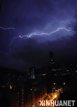 图文:香港遭遇雷暴天气
