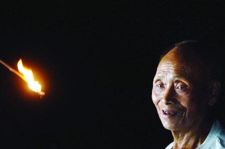 85岁老人独居深山几十年积攒粮食万余斤(图)
