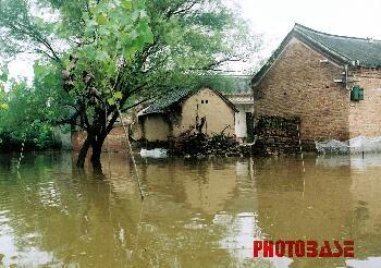 组图:山东菏泽遭受洪水侵袭
