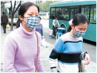 广州人戴口罩预防流感.