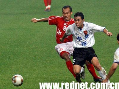 而湘军换上脚法细腻的巴西前锋埃莫森.