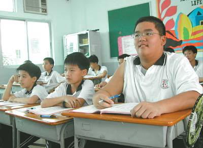 18岁少女插班一年级学汉语(图)