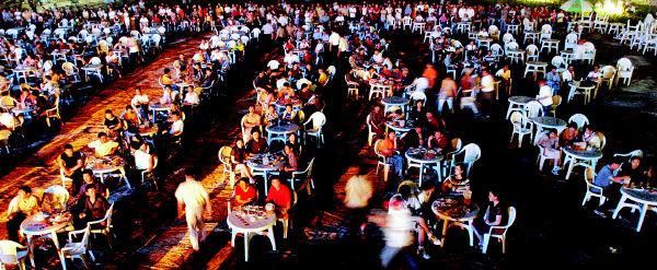 """汇泉广场""""露天饮酒区""""夜景.核心提示"""