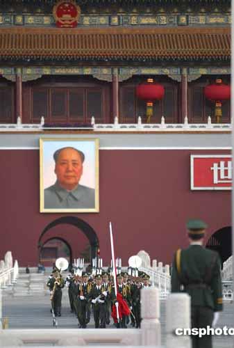 组图:北京天安门广场举行隆重国庆升旗仪式