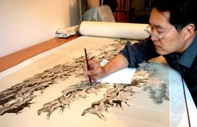 天津画家宫春虎创作出《六百征程图》长卷画幅