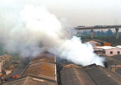 海珠区振兴大街仓库起大火