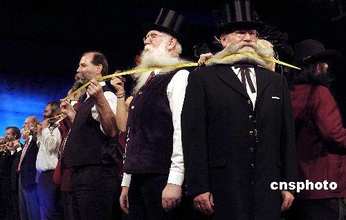 """世界上最长的""""胡须链""""(图)"""