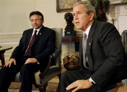 布什会见巴基斯坦总统表示支持巴清剿基地行动