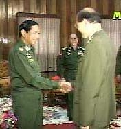 解放军代表团访问缅甸并赴缅东部地区参观(图)