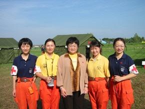 我赴海啸受灾国慰问考察团看望印尼的中国救援队