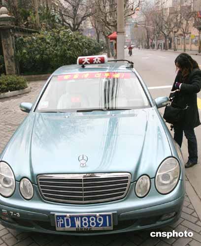 图文:在上海搭乘首班春节包机台商奔驰免费接送