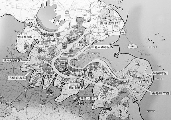 在未来15年内,浙江将着力培育杭州、宁波、嘉兴、绍兴、湖州、舟山六个都市区   现有的中等城市嘉兴、湖州、舟山,将上升为大城市,进而形成杭绍、甬舟、嘉湖三大城市群   随着杭州湾跨海大桥等交通通道的建设,杭州湾都市区将逐步融入上海一日经济圈   沪杭甬城市群在空间形态上将进一步整合协调,在功能上进一步分工协作   明确在长三角的地位和作用   浙江省政府近日公布的一份环杭州湾地区城市群空间发展战略规划引起广泛关注。今后,在这一极具发展活力的区域,都市区、城市群的概念将突破现有行政区划局限