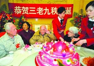 三名政协委员庆90寿辰外国人参加革命入中国籍