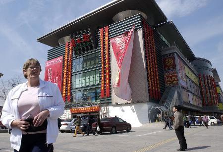 北京新秀水街市场今日开张中外顾客争相购物
