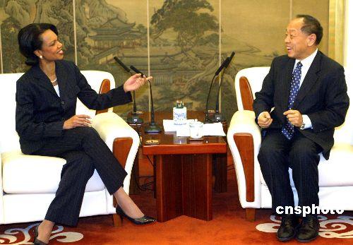 图文:李肇星与美国国务卿赖斯举行会谈