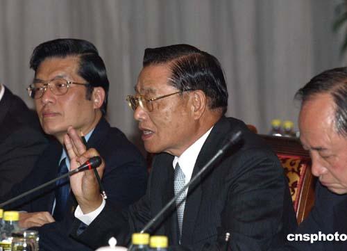 图文:中台办主任陈云林与江丙坤举行会谈