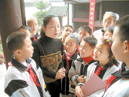 教育活动,让中小学生在免费听讲解、看展览的同时自觉接受革命历