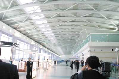 本报记者马嫱摄影 李传报   可同时停靠18架飞机 大连机场航站区扩建