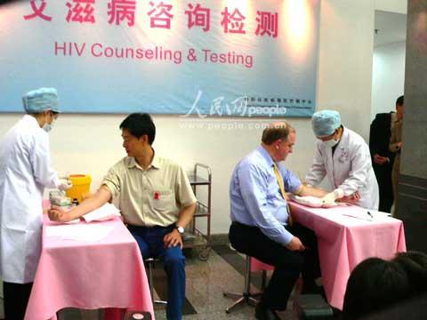 中美艾滋大使共演京城VCT秀(组图)