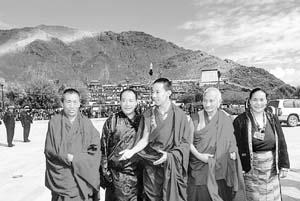 十一世班禅在北京雍和宫举行上师供大法会(图)