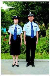 中国公安警服_据悉,今年4月,公安部决定统一全国警察衬衣颜色,要求各地在3年内逐步