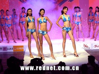 """新丝路湖南模特大赛总决赛""""在长沙举行,45名佳丽在充满梦想的t台用"""