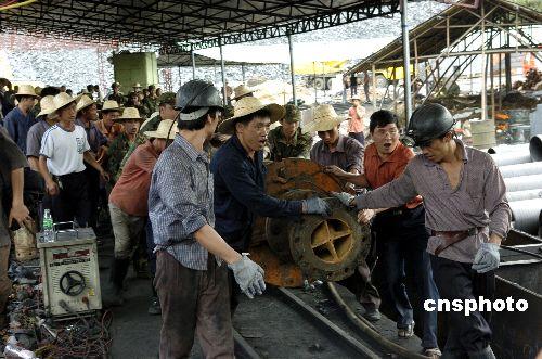 图文:江西调大功率抽水机抢救兴宁煤矿被困矿工