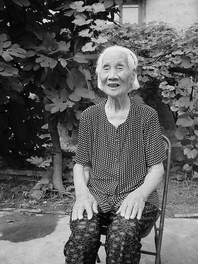 新乡人民冒死救护美飞行员记者赴豫北寻访60年前这一惊心动魄的传奇故事的亲历者(组图)