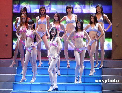 """图:""""2005cctv模特大赛""""泳装比赛魅力四射"""