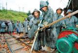 广东兴宁矿难已过两周 被困矿工家属苦等消息
