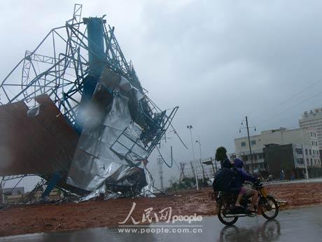 18号台风达维今日凌晨登陆海南(组图)